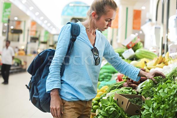 Stok fotoğraf: Genç · kadın · satın · alma · sebze · pazar · genç · güzel · kadın