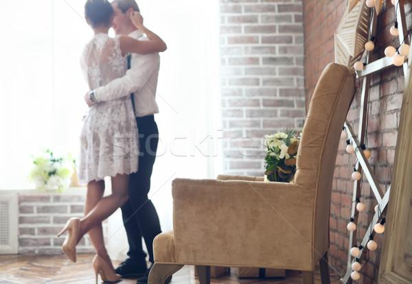 Vrolijk echtpaar permanente venster focus fauteuil Stockfoto © dashapetrenko
