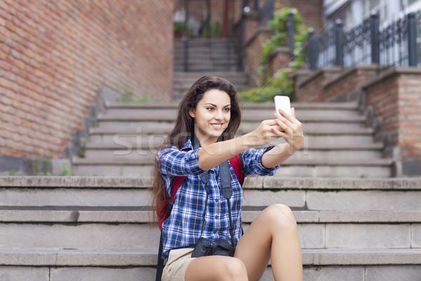 Portret jonge aantrekkelijke vrouw smartphone digitale camera Stockfoto © dashapetrenko