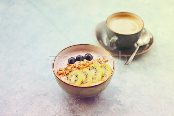 Tasse granola yogourt fruits turquoise café Photo stock © dashapetrenko