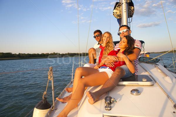 Souriant amis yacht pont accueil Voyage Photo stock © dashapetrenko