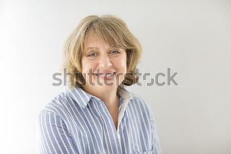 肖像 真ん中 年齢 女性 ルーム 笑みを浮かべて ストックフォト © dashapetrenko