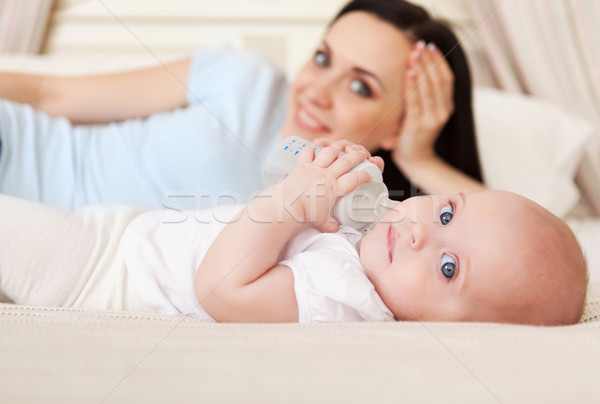 Mutlu gülen anne altı ay eski Stok fotoğraf © dashapetrenko