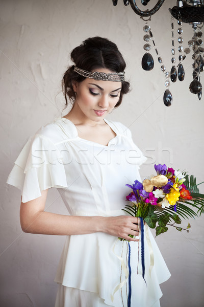 Foto stock: Hermosa · novia · colorido · ramo · de · la · boda · manos · mujer