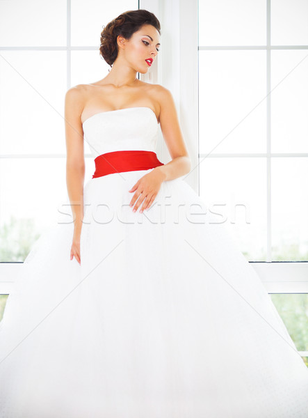 Portrait belle heureux mariée blanche Photo stock © dashapetrenko