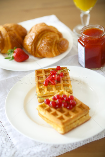 Rouge groseille confiture baies croissants orange Photo stock © dashapetrenko