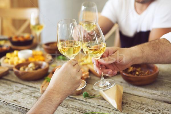 Hände Weißwein Gläser Abendessen Feier Essen Stock foto © dashapetrenko