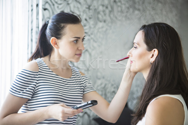 Sminkmester fiatal menyasszony jelentkezik smink munka Stock fotó © dashapetrenko