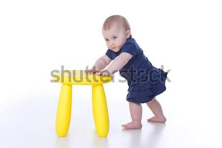 ストックフォト: 赤ちゃん · 立って · 少女 · スツール · 黄色 · 顔