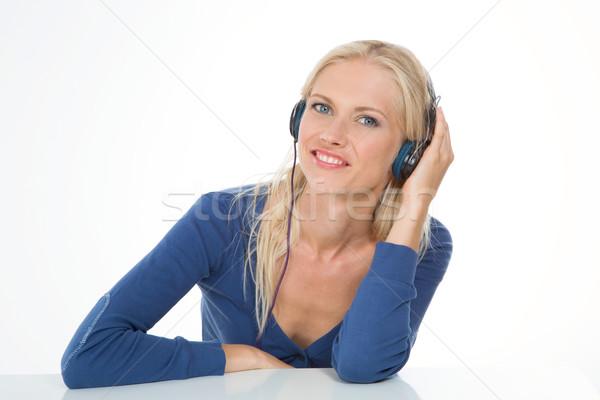 Kız kulaklık güzel bayan dinlemek Stok fotoğraf © Dave_pot