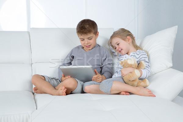 ストックフォト: 弟 · 姉妹 · 白 · ソファ · 少年