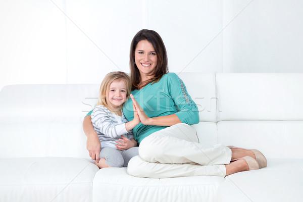 Családi portré anya lánygyermek anya kislány mosolyog Stock fotó © Dave_pot