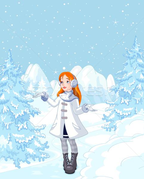 Aranyos lány élvezi hóesés tél égbolt Stock fotó © Dazdraperma