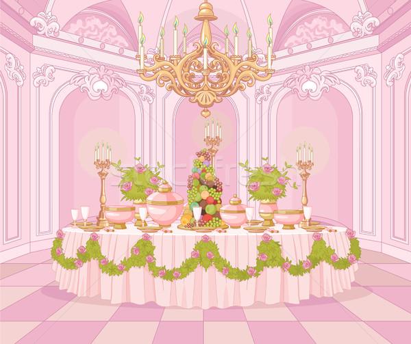 Sala da pranzo principessa palazzo servito tavolo da pranzo fiori Foto d'archivio © Dazdraperma