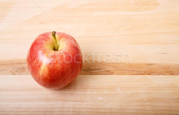 Foto d'archivio: Uno · mela · rossa · legno · tagliere · rosso · maturo