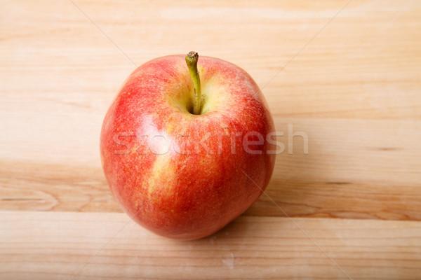 Mela rossa legno tagliere rosso maturo mela Foto d'archivio © dbvirago