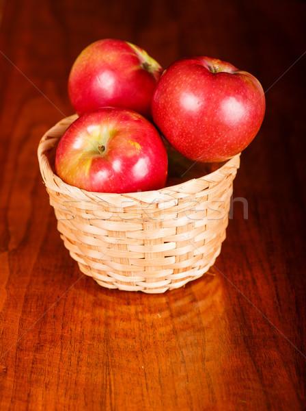 ストックフォト: 明るい · 赤 · リンゴ · バスケット