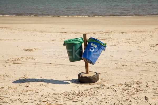 Foto d'archivio: Verde · blu · riciclare · spiaggia · plastica · vuota