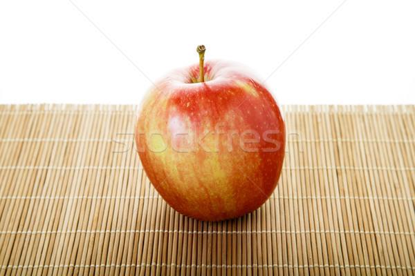 Uno macintosh mela mela rossa bambù natura Foto d'archivio © dbvirago