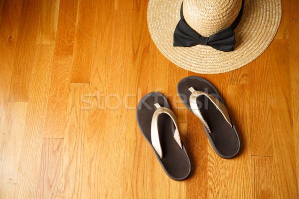 Foto d'archivio: Spiaggia · sandali · deck · paglietta · coppia · casuale
