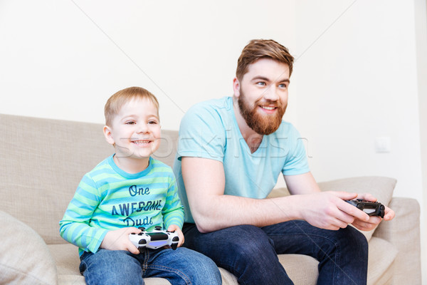 счастливым отец мало сын играет Видеоигры Сток-фото © deandrobot