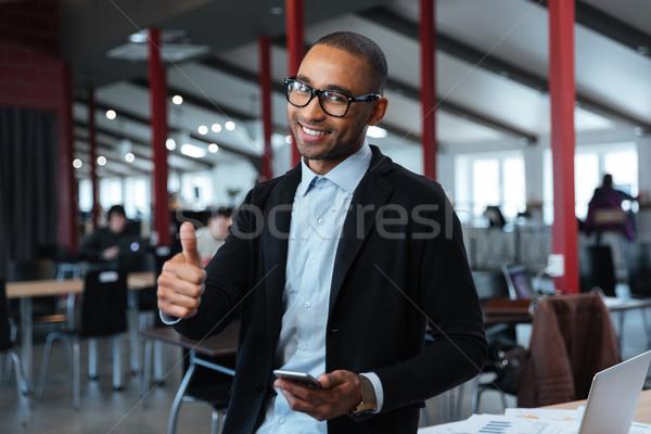 Empresario mostrar bueno signo jóvenes oficina Foto stock © deandrobot