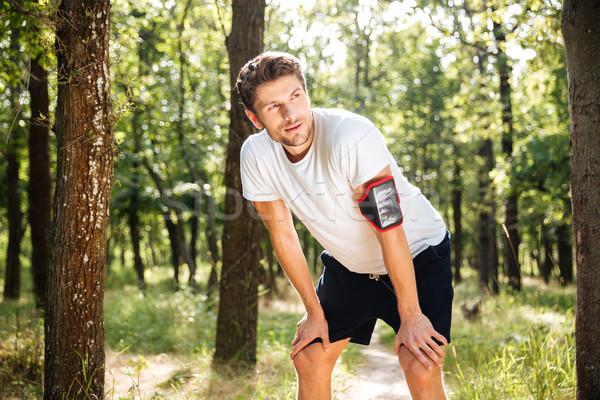 Kimerült fiatalember atléta áll fut erdő Stock fotó © deandrobot