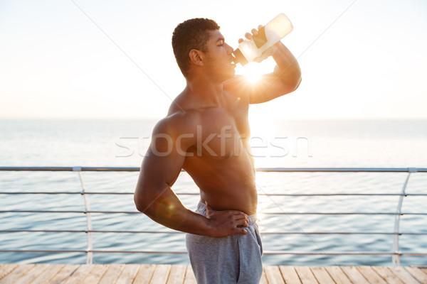 Gömleksiz Afrika kas genç içme suyu iskele Stok fotoğraf © deandrobot