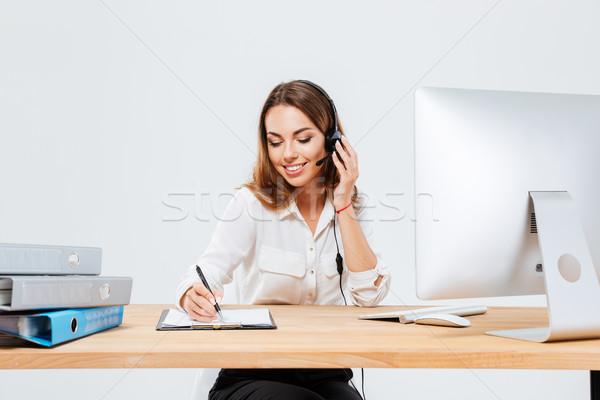 Kadın notlar konuşma telefon gülen Stok fotoğraf © deandrobot