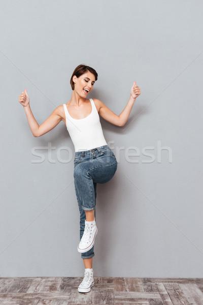 Portret glimlachende vrouw opgeheven handen omhoog geïsoleerd Stockfoto © deandrobot