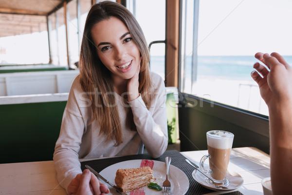 Vrouw datum cafe vergadering tabel voedsel Stockfoto © deandrobot