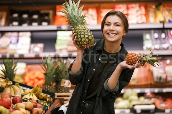 счастливым молодые Lady Постоянный супермаркета Сток-фото © deandrobot