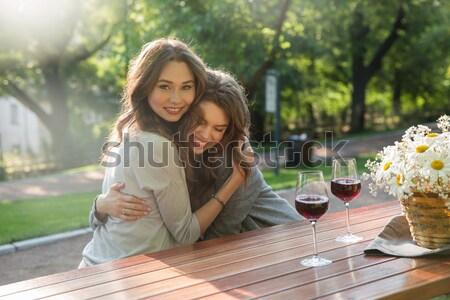 Stock fotó: Boldog · fiatal · két · nő · ül · kint · park
