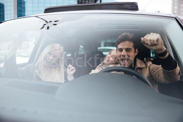 Feliz hombre sesión coche esposa Foto stock © deandrobot