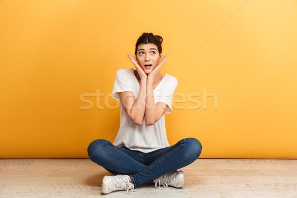 Portré derűs fiatal nő ül lábak keresztbe padló Stock fotó © deandrobot
