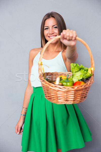 Сток-фото: женщину · корзины · овощей · портрет · счастливым