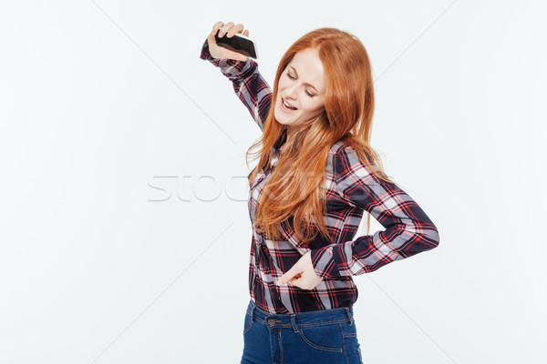 Boos vrouw mobiele telefoon geïsoleerd Stockfoto © deandrobot