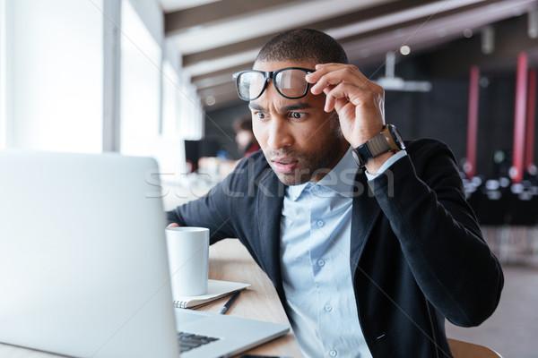 Empresário negativo notícia escritório tocante óculos Foto stock © deandrobot