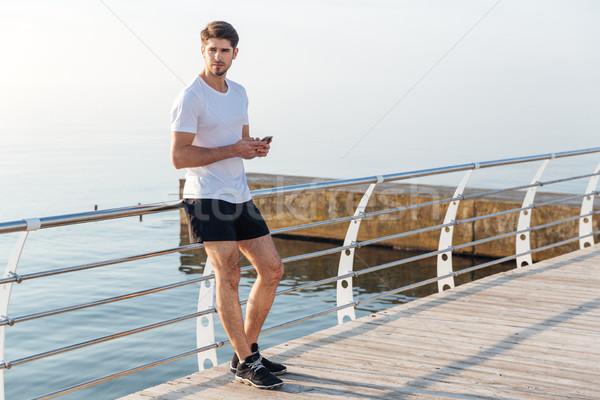 Homem atleta em pé pier bonito Foto stock © deandrobot