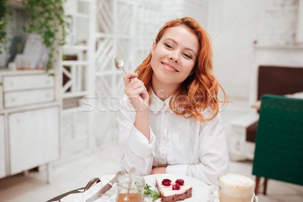 Сток-фото: молодые · красивая · женщина · еды · торт · кафе
