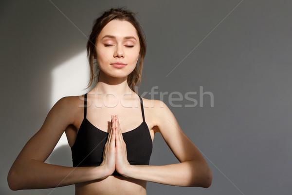 Jóvenes mujer hermosa sesión yoga posición aislado Foto stock © deandrobot