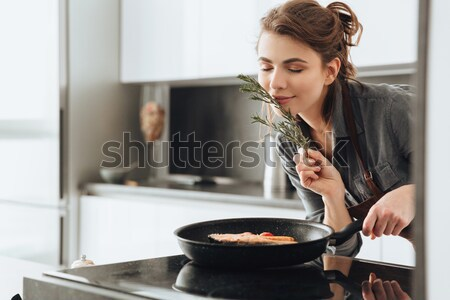 Mutlu bayan ayakta mutfak pişirme balık Stok fotoğraf © deandrobot