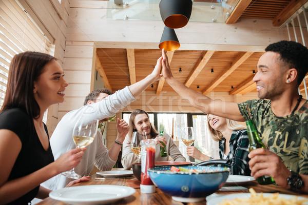 グループの人々  ディナー ハイタッチ 表 ホーム 食品 ストックフォト © deandrobot