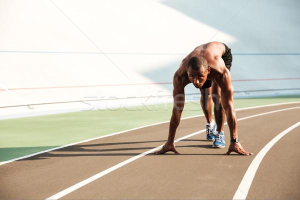 Giovani african sport uomo posizione pronto Foto d'archivio © deandrobot