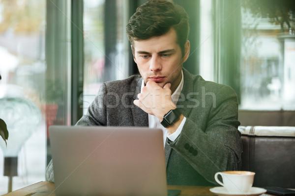 深刻 沈痛 ビジネスマン 座って 表 カフェ ストックフォト © deandrobot