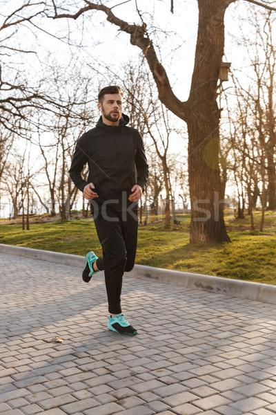 Portré fiatal sportoló fülhallgató jogging kint Stock fotó © deandrobot