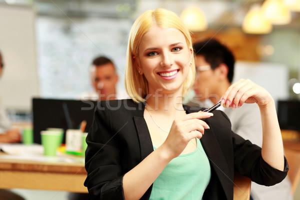 Feliz mujer de negocios sesión oficina colegas mujer Foto stock © deandrobot