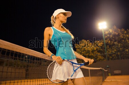 Femme permanent court de tennis portrait s'adapter Photo stock © deandrobot