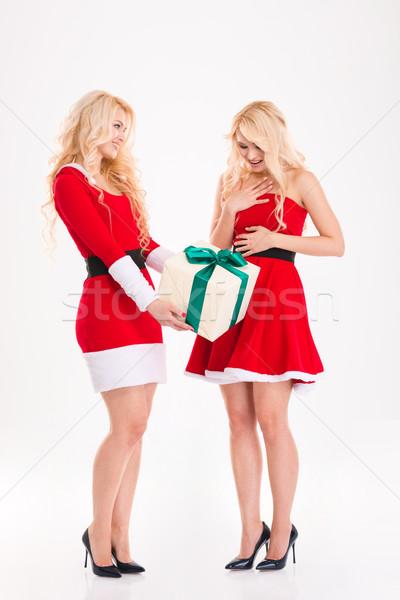 Siostry bliźnięta Święty mikołaj kostiumy prezenty szczęśliwy Zdjęcia stock © deandrobot