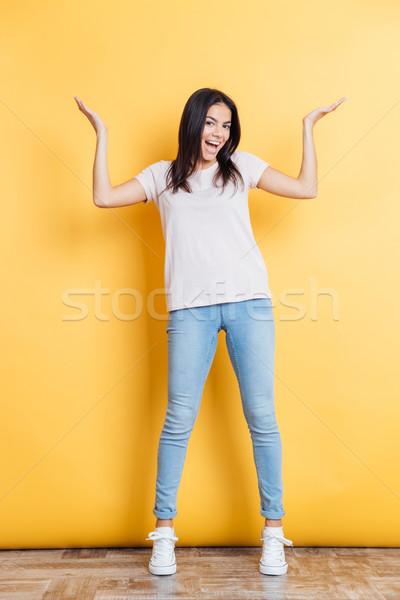 Vrolijk vrouw schouders portret Geel Stockfoto © deandrobot